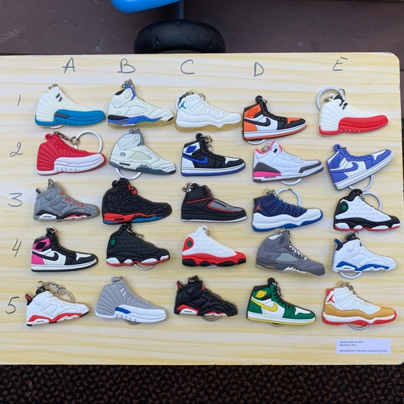 Accessories - Nike Sneakers Badge Holder/Keychain